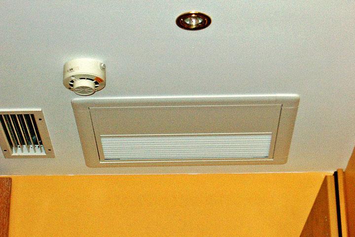 split klimaanlage kanalanschlussger te montage von n e. Black Bedroom Furniture Sets. Home Design Ideas