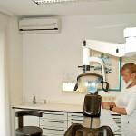 Klimaanlage Wandgerät Zahnarztpraxis Zahnärztin