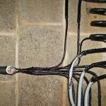Leitungen Wärmepumpen an der Wand